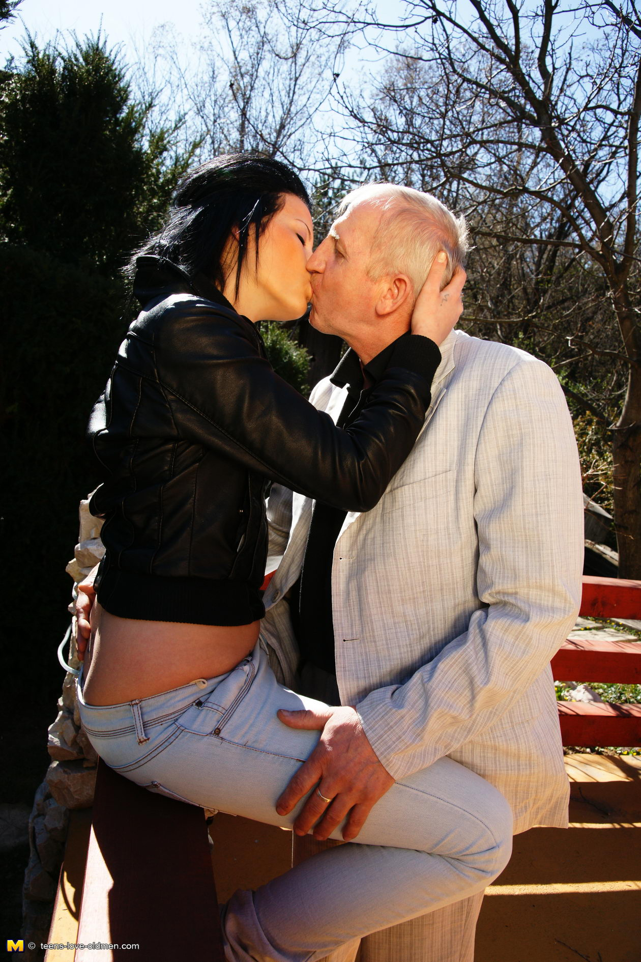 Старик прет молодую онлайн 18 фотография